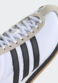adidas Originals - COUNTRY OG SHOES - Sneakers basse - white - 7