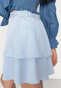 VILA PETITE - VIMILAC SHORT SKIRT - Mini skirt - cashmere blue/cloud dancer - 4