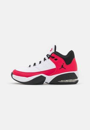MAX AURA 3 UNISEX - Zapatillas de baloncesto - white/very berry/black