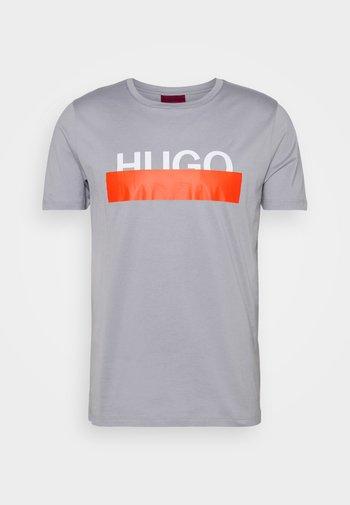 DOLIVE - Camiseta estampada - medium grey