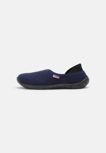 LUCKY - Slippers - blau