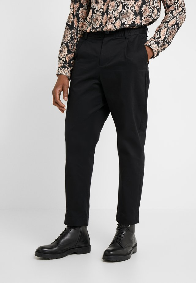 SMOKE - Pantaloni - black