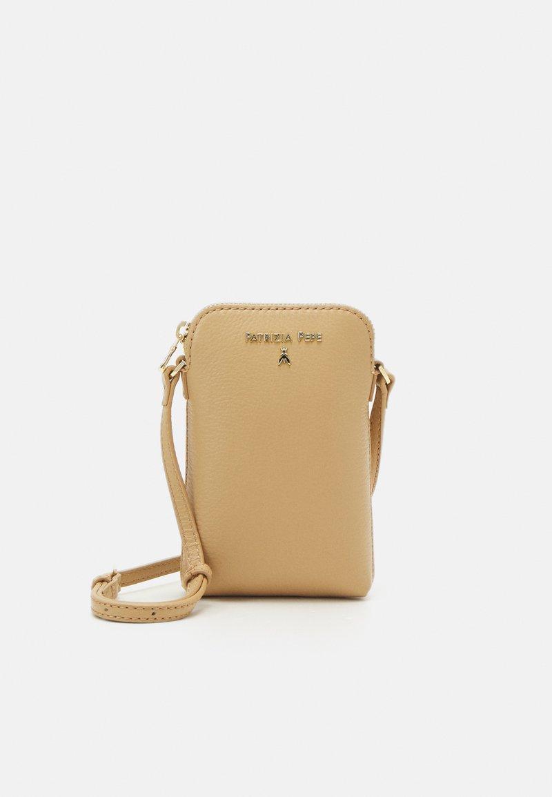 Patrizia Pepe - BORSA - Across body bag - pompei beige