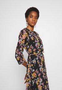 Pieces - PCNANNA TIEBELT DRESS - Sukienka letnia - black - 4