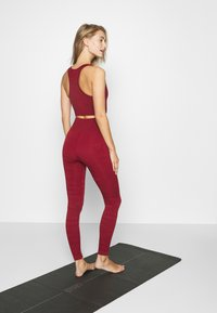 ONLY Play - ONPJAVO CAMO CIRCULAR - Leggings - sun dried tomato - 2
