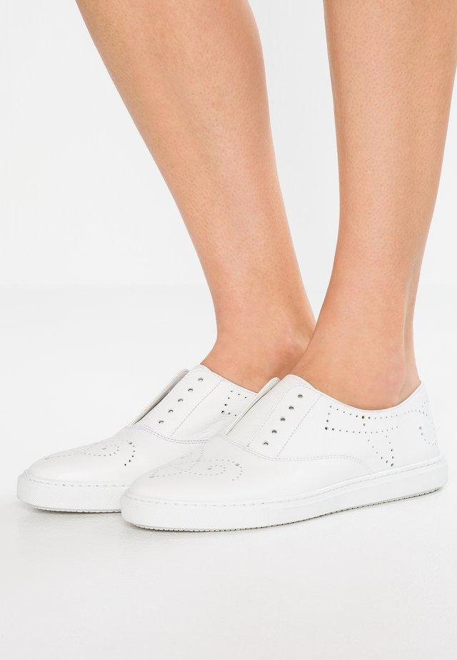 Sznurowane obuwie sportowe - tango bianco