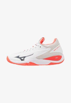 WAVE IMPULSE AC - Multicourt tennis shoes - white/dark shadow/fiery coral
