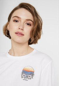 Hollister Co. - LONG SLEEVE IMAGERY  - Top s dlouhým rukávem - white - 4