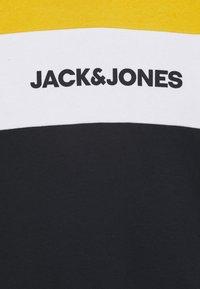 Jack & Jones Junior - JJELOGO BLOCKING HOOD JR - Hættetrøjer - yolk yellow - 2