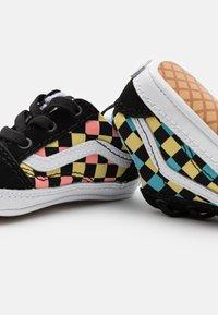 Vans - OLD SKOOL CRIB UNISEX - First shoes - black/multicolor - 5