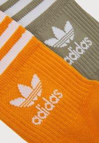 adidas Originals - MID CUT 3 PACK UNISEX - Socks - white/focus orange/orbit green - 1
