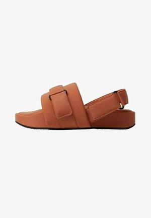 Sandals - brent oransje