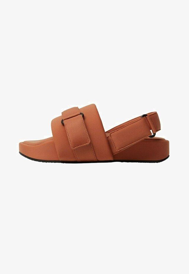 Sandales - brent oransje