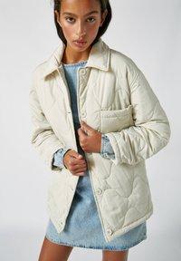 PULL&BEAR - Płaszcz zimowy - beige - 4