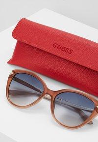 Guess - Sluneční brýle - brown - 3