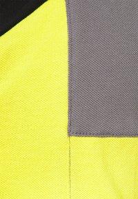 Hackett Aston Martin Racing - BLOCK PANEL - Polo - black/grey - 6