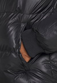 Criminal Damage - POLAR PUFFER JACKET - Zimní bunda - black