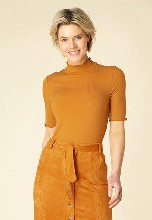 THYRA - Basic T-shirt - burnt orange