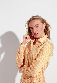 Eterna - MODERN CLASSIC - Button-down blouse - gelb/weiss - 2