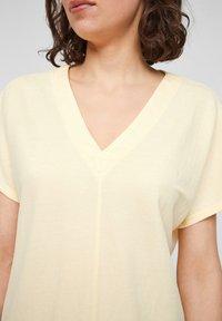 s.Oliver - Basic T-shirt - light yellow - 2
