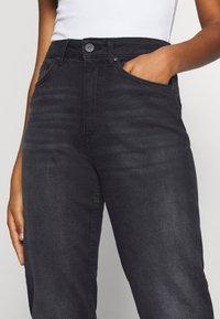 ONLY - ONLVENEDA LIFE MOM - Straight leg jeans - black denim - 4