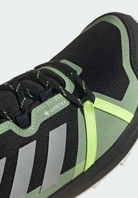 adidas Performance - TERREX SKYHIKER GORE-TEX WANDERSCHUH - Løpesko for mark - black - 7