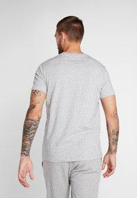 Champion - CREWNECK - Print T-shirt - grey - 2