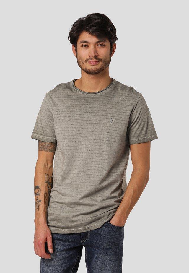 TANNER  - T-shirts med print - castor grey