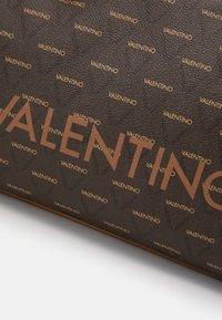 Valentino by Mario Valentino - LIUTO - Handbag - cuoio/multicolor - 3