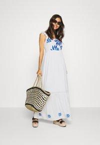 comma - Długa sukienka - off white - 1