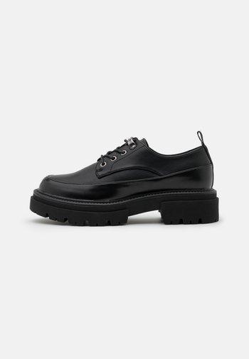 Šněrovací boty