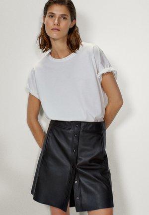 MIT DRUCKKNÖPFEN  - A-line skirt - black
