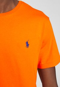 Polo Ralph Lauren - CUSTOM SLIM FIT JERSEY CREWNECK T-SHIRT - Basic T-shirt - sailing orange - 4