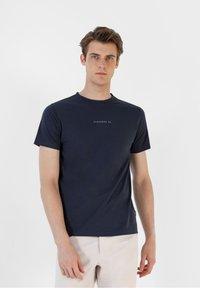 Scalpers - Print T-shirt - navy - 0