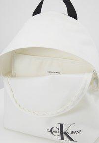 Calvin Klein Jeans - ROUNDED - Rucksack - white - 3