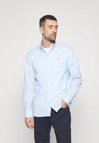 Tommy Hilfiger - SLIM PEACHED SOFT GINGHAM  - Shirt - calm blue/white - 1