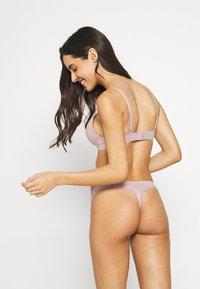 Calvin Klein Underwear - LIQUID TOUCH THONG - Stringit - amnesia - 2