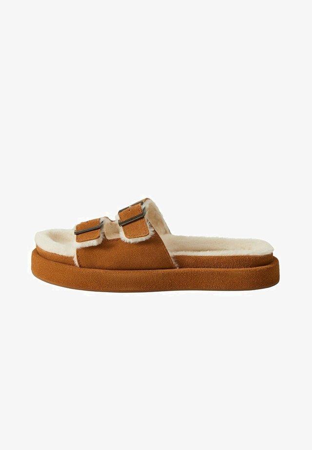 VACAY - Mules - medium brown