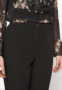 Dorothy Perkins Petite - Pantalon classique - black - 4