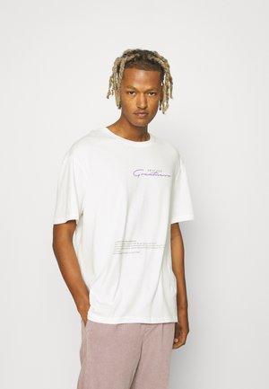 GREATNESS UNISEX - Print T-shirt - off white