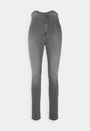 TALLY PANT - Skinny džíny - grey