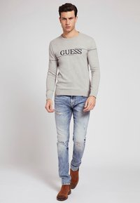 Guess - LOGO JACQUARD - Sweatshirt - hellgrau - 1
