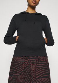 Even&Odd - REGULAR FIT HOODIE WITH FRONT POCKET - Jersey con capucha - black - 4