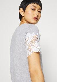 Dorothy Perkins - INSERT TRIM TEE - Print T-shirt - grey - 3