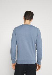 Tommy Hilfiger - ZIG ZAG STRUCTURE - Stickad tröja - colorado indigo - 2