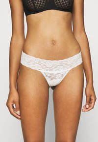Gilly Hicks - CORE THONG 3 PACK - Thong - white/berry wine/black - 3
