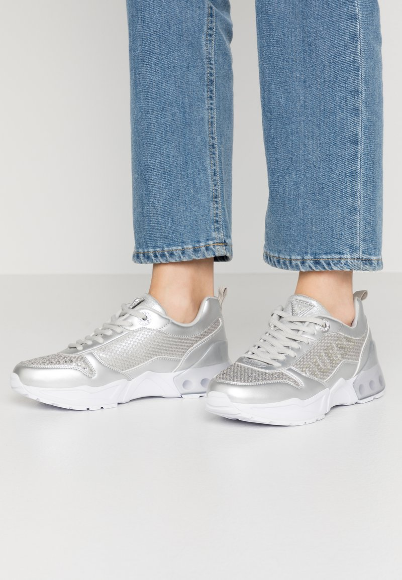 Guess - TANDEY - Sneakers - argent