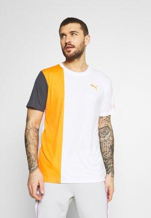 EXCITE TEE - Camiseta estampada - white/carrot