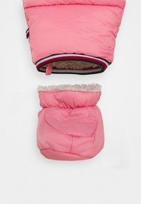 Tommy Hilfiger - BABY FLAG SKISUIT - Lyžařská kombinéza - pink - 3