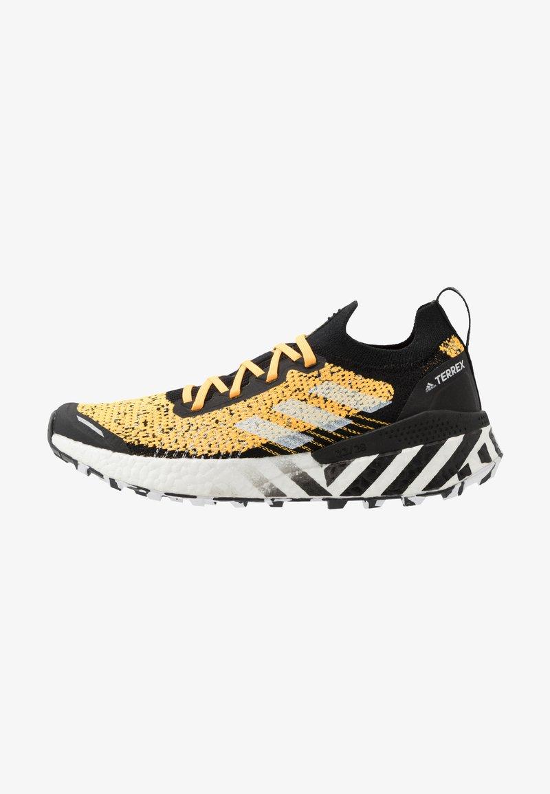 adidas Performance - TERREX TWO ULTRA PARLEY - Løbesko trail - solar gold/core black/footwear white